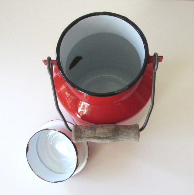Red milk can
