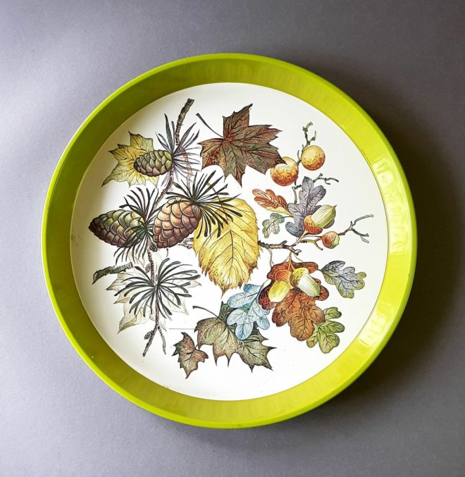 Green tin tray with leaves