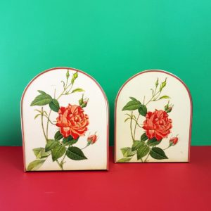 Bookends with roses
